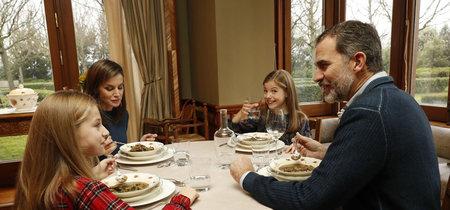 Sobremesa es civilización: los españoles pasamos más tiempo comiendo y bebiendo que nadie