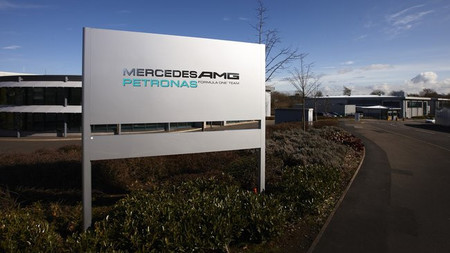 "Mercedes AMG Petronas nos enseña Brackley a través de la serie de vídeos ""Access All Areas"""