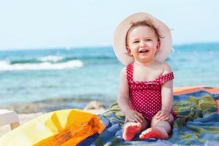 ¿Cómo podemos asegurar una protección solar adecuada para el bebé?