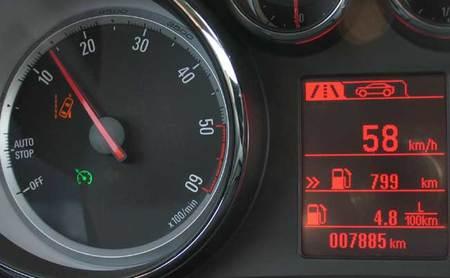 La alerta de cambio involuntario de carril de Opel se activa a 60 kmh y se desactiva a menos velocidad
