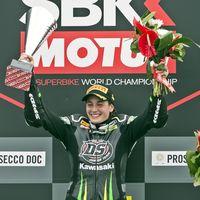 ¡Enorme! Ana Carrasco ya es la primera mujer Campeona del Mundo de Motociclismo en SSP 300