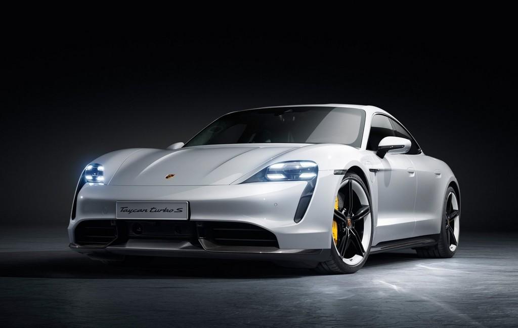 El Porsche Taycan ya está aquí: coche eléctrico de 100% km de autonomía, hasta 260 km/h y carga del 80% de batería en 15 minutos
