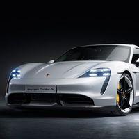 El Porsche Taycan ya está aquí: 450 km de autonomía, hasta 260 km/h y carga del 80% de batería en 15 minutos