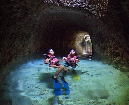 Snorkel en los ríos submarinos en Xcaret, Riviera Maya