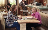 [Actualizado] CBS concede tercera temporada a 'Mom', sexta a 'Mike & Molly' y quinta a '2 Broke Girls'