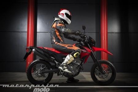 Honda CRF250M, prueba (conducción en circuito)