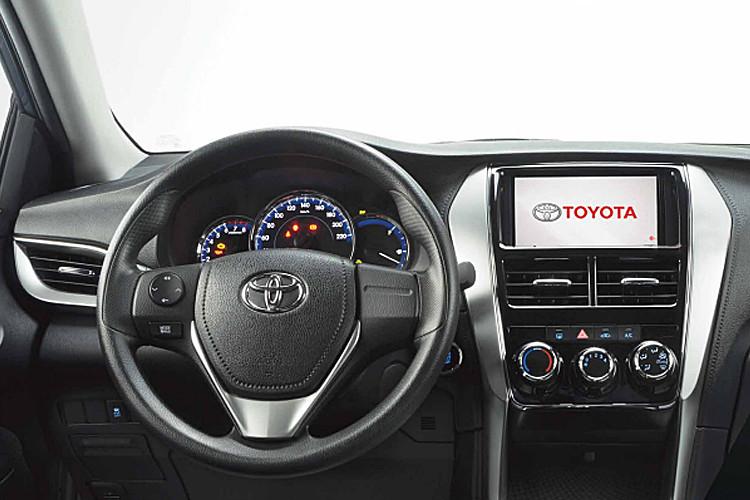 Foto de Toyota Yaris Sedán 2018 (12/14)