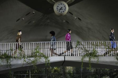 Louis Vuitton presenta una colección crucero de altura en una aeropuerto icónico  y con Nueva York como principal inspiración