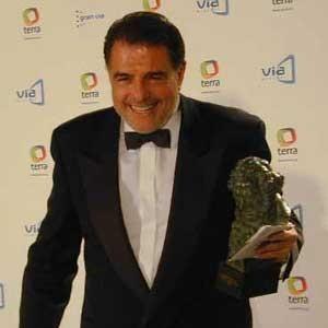 Antonio Hens dirige a Juan Luis Galiardo en 'Clandestinos'