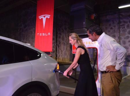 Se inaugura en Cuernavaca la primera estación de carga de Tesla en América Latina