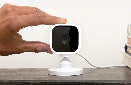 La Blink Mini es una cámara de videovigilancia doméstica FHD con visión nocturna muy económica con oferta a 27,99 euros en Amazon