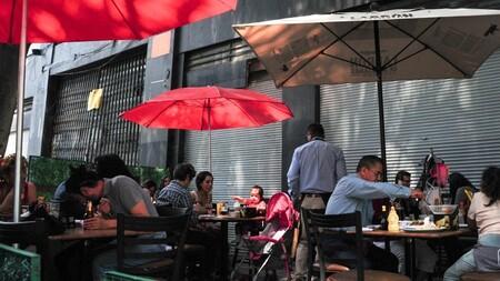 Mexicanos abarrotan restaurantes y cines en CDMX, tras primer fin de semana en semáforo verde