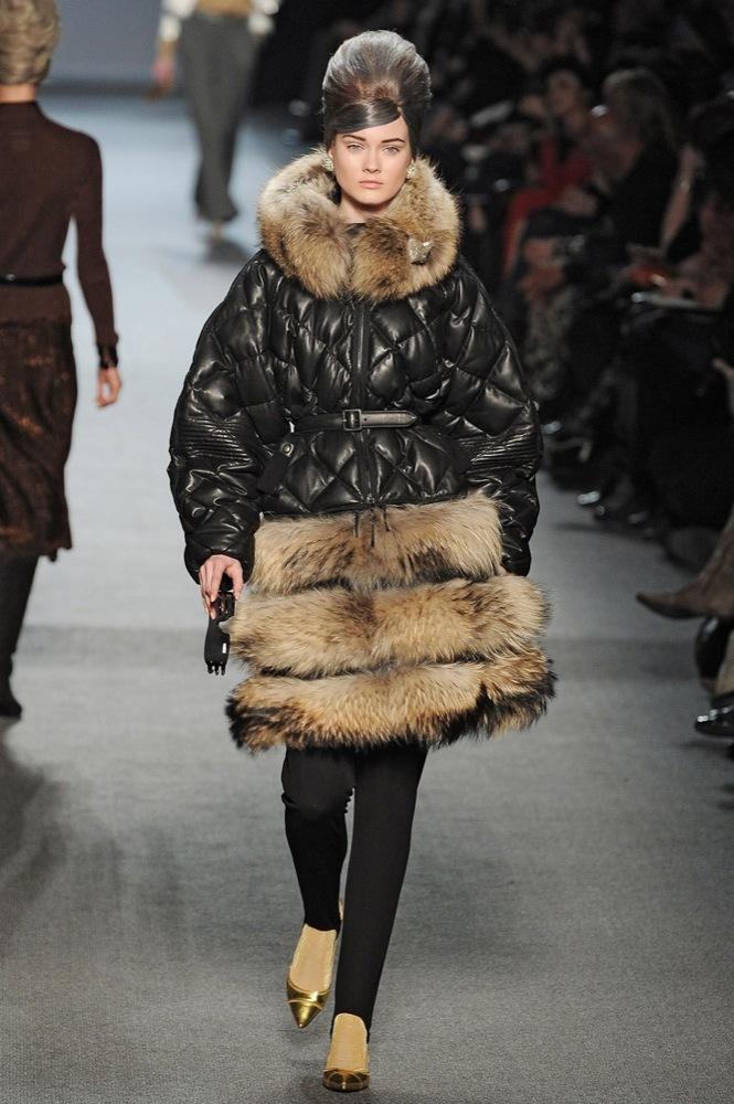 Foto de Jean Paul Gaultier Otoño-Invierno 2011/2012 en la Semana de la Moda de París: el lado sexy del estilo ladylike (27/27)