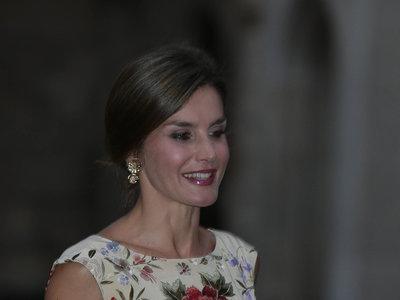 Doña Letizia nos enseña su look más floral en Mallorca