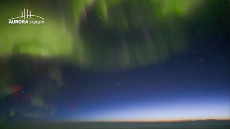 Una cámara ultrasensible y un avión para captar la aurora boreal como no la habíamos visto antes