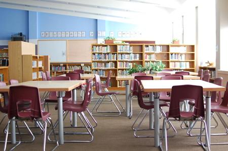 """En clase con libros """"como toda la vida"""": por qué y cómo algunos colegios e institutos dicen no a la tecnología"""