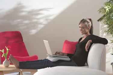 Logitech Comfort Lapdesk, trabaja cómodamente en el salón