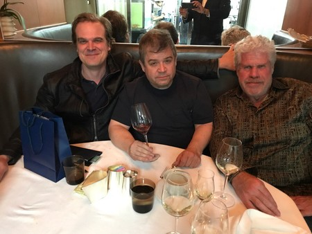 Patton Oswalt con David Harbour y Ron Perlman