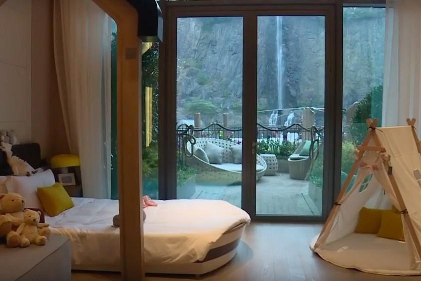 Ya podemos alojarnos (y curiosear) en el increíble hotel cantera de Shanghái