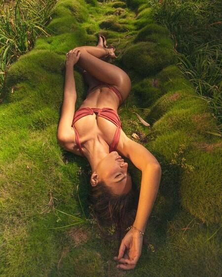 Clonados y pillados: ahora puedes lucir un bikini como los de Inamorata (de Emily Ratajkowski) por mucho menos gracias a Pull & Bear