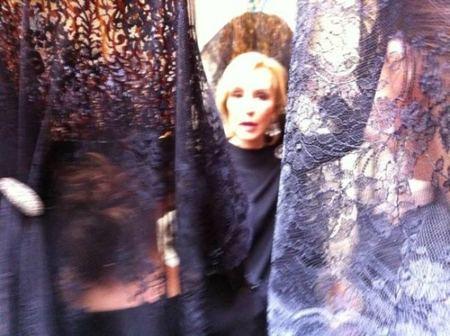 Carmen Lomana entre mantillas