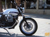 Moto Guzzi V7 Classic, rodamos con una moto singular