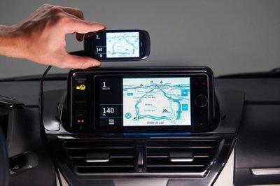 Toyota permitirá duplicar la pantalla del móvil en el salpicadero