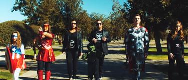 """¿La familia más divertida? Anuncian el que será el sexto hijo con un trailer de """"Los Vengadores"""""""