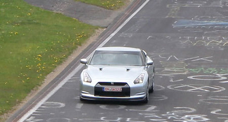 No oficial: el Nissan GT-R declara un tiempo de 7:26.7 en Nürburgring