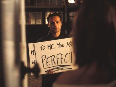 """Andrew Lincoln habla de su personaje en 'Love Actually' por estreno de la secuela: """"Era el tío raro acosador"""""""