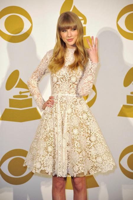 Y el Grammy al estilo más cursi es para... ¡Taylor Swift!