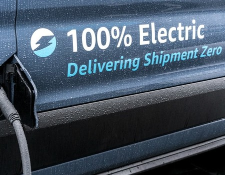 Amazon España suma 100 furgonetas eléctricas a su inmensa red de distribución y se adelanta a las de Rivian