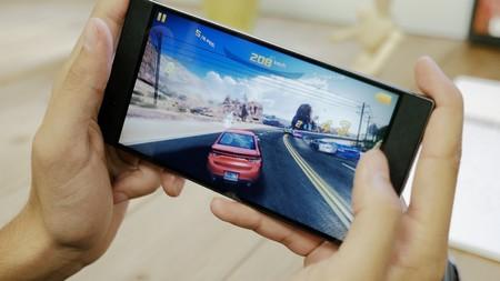 Razer Phone llega a España: precio oficial del móvil con pantalla de 120 Hz para jugar al máximo
