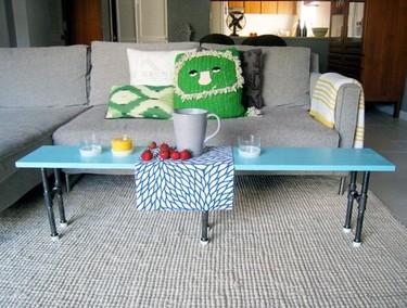 Hazlo tú mismo: una mesa auxiliar hecha con tuberías