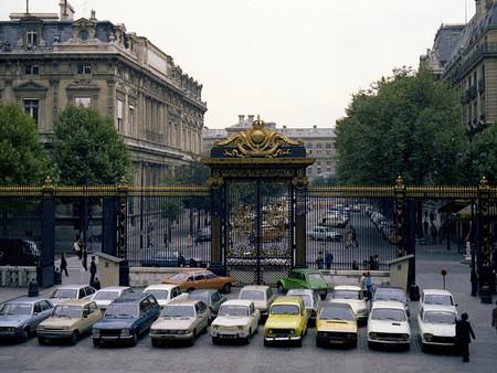 Coches aparcados frente al Palacio de Justicia de París, 1978