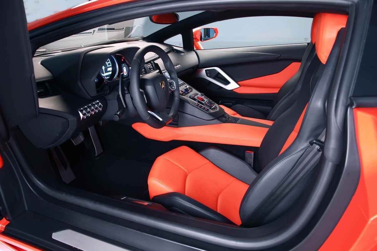 Foto de Lamborghini Aventador LP700-4 (19/62)