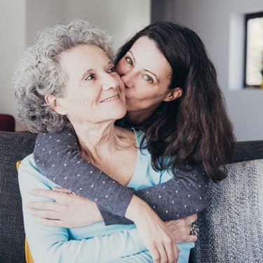 Según una encuesta, a los 33 años comenzamos a parecernos a nuestras madres (y a entenderlas mejor)
