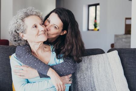 A los 33 años comenzamos a parecernos a nuestras madres (y a entenderlas mejor)
