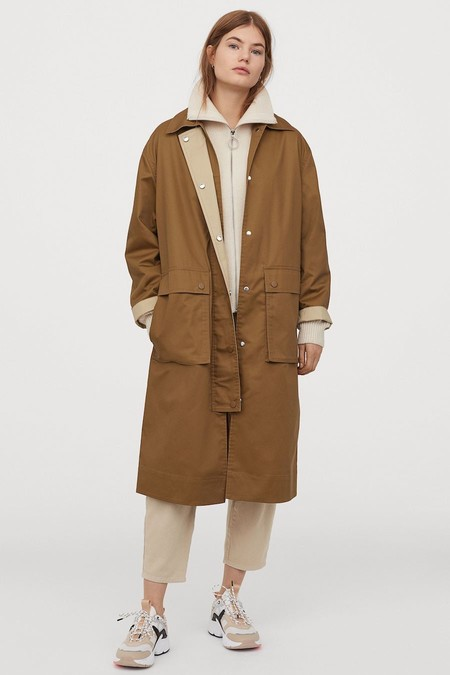 Abrigo oversize de tela con efecto frufrú y cinturón de anudar extraíble.