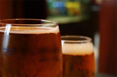 Refrescos o cerveza, ¿cuál tiene menos calorías?