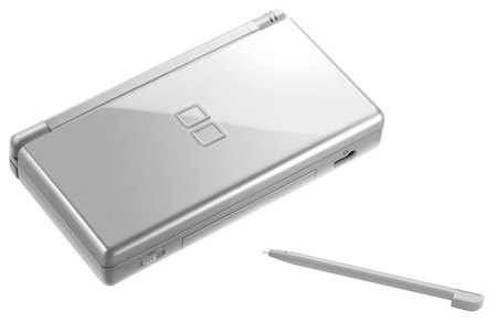 El look High Tech llega a América con la Nintendo DS Plateada