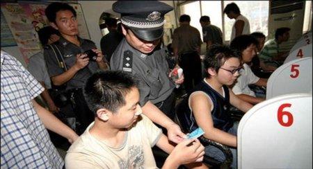 Dos millones de funcionarios controlan Internet en China