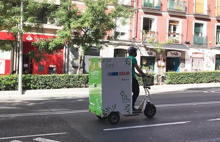 Algunas empresas de paquetería ya están usando patinetes eléctricos para hacer el reparto