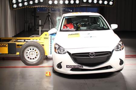Latin NCAP deja con dos estrellas al Mazda 2 y con una al Nissan March