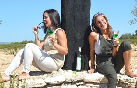 """La bodega de Albacete que triunfa en Europa haciendo vinos de colores y con cannabis que aquí consideran """"una blasfemia"""""""