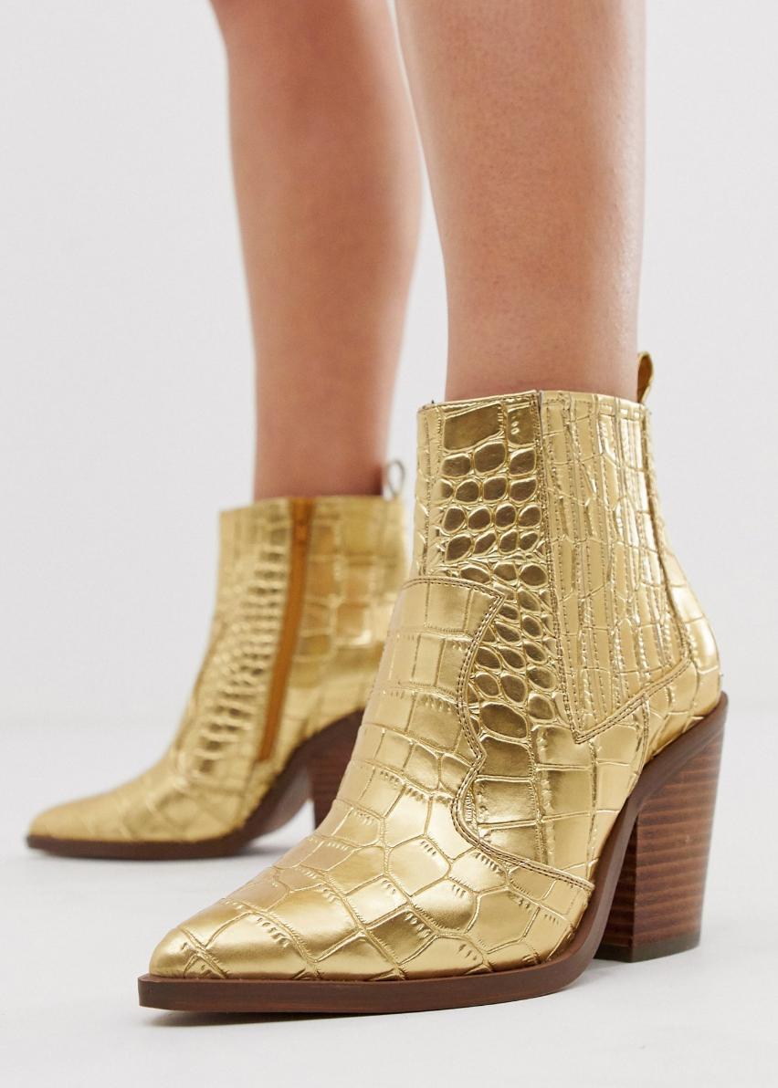 Botas estilo western en cocodrilo dorado Elliot de ASOS DESIGN Wide Fit