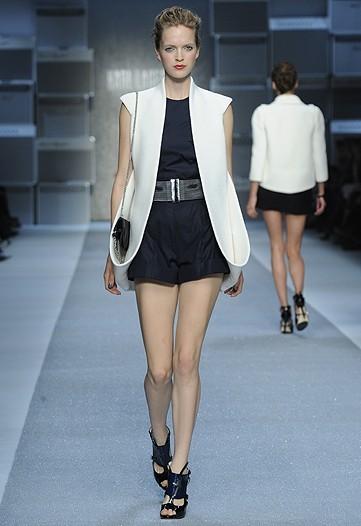 Foto de Karl Lagerfeld, Primavera-Verano 2010 en la Semana de la Moda de París (3/15)