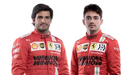 Carlos Sainz ya viste de rojo en la presentación del equipo Ferrari, pero el nuevo coche tendrá que esperar