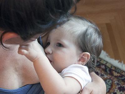 Las mujeres que dan lactancia materna tendrían menos riesgo de infartos e ictus