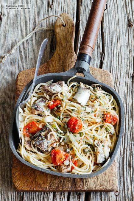 Espagueti salteado con sardinas. Receta